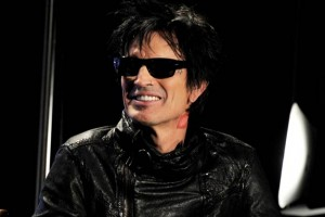Tommy Lee urges pet adoptions